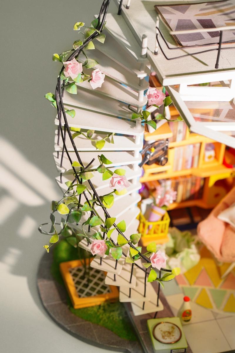 Robotime DIY Dora's Loft Wood Miniature Doll House Decoration Dollhouse for Gift DG12
