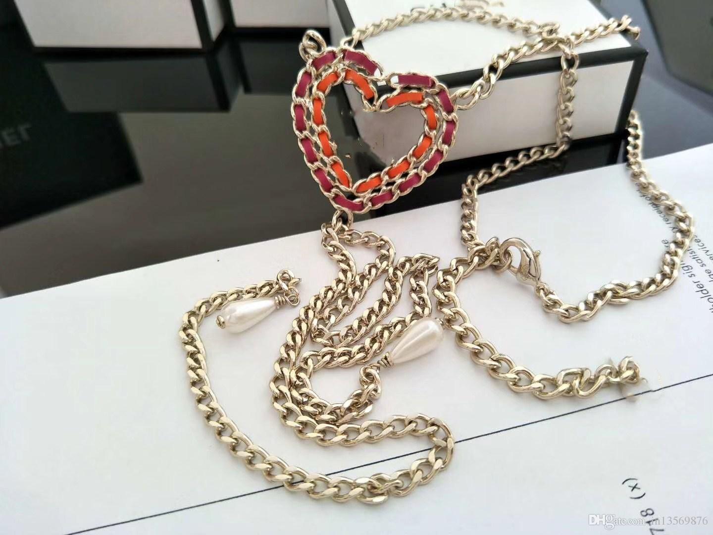 Las mujeres de las mujeres femeninas de lujo colgante estampado rojo melocotón corazón cadena clavicular largos collares suéter cadenas envío gratis