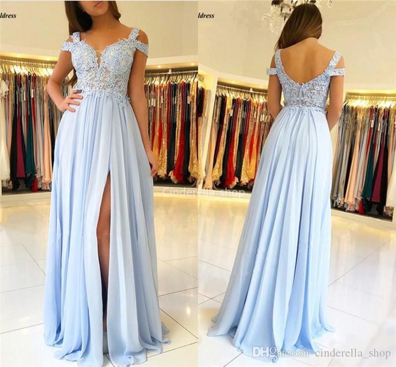2020 스카이 블루 들러리 드레스와면 분할 오프 어깨 명예 드레스의 레이스 아플리케 쉬폰 웨딩 게스트 드레스 저렴한 메이드