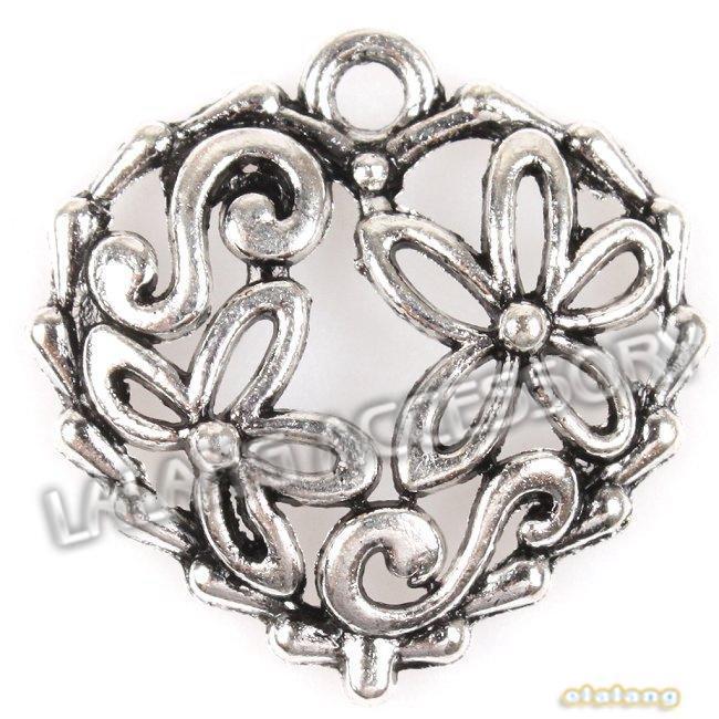 Hohle Blumen geschnitzte Herzform Bestselling Antike-Silber-Legierung Charme 150pcs / lot passten DIY Handwerk 20 * 20 * 3mm 145197