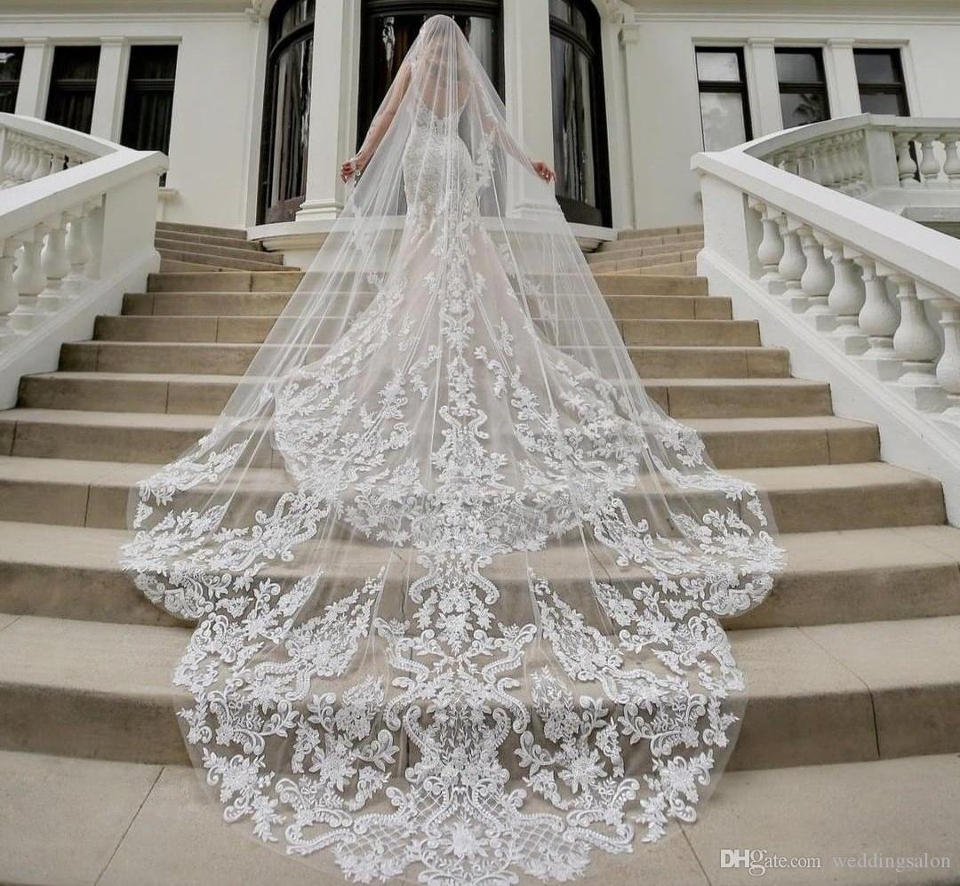 Designer Wedding Veils Cathédrale de longue longueur couche Appliqued bord Tulle voile de la mariée pour les femmes Accessoires cheveux