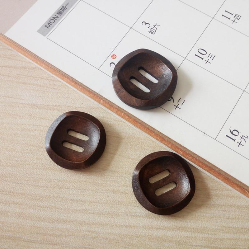 Dia.25mm Boutons 2.5cm de couture en bois 2 boutons en bois trou chandail chapeau chaussures chemise manteau couture de vêtements accessoires de décoration DL_BUW011