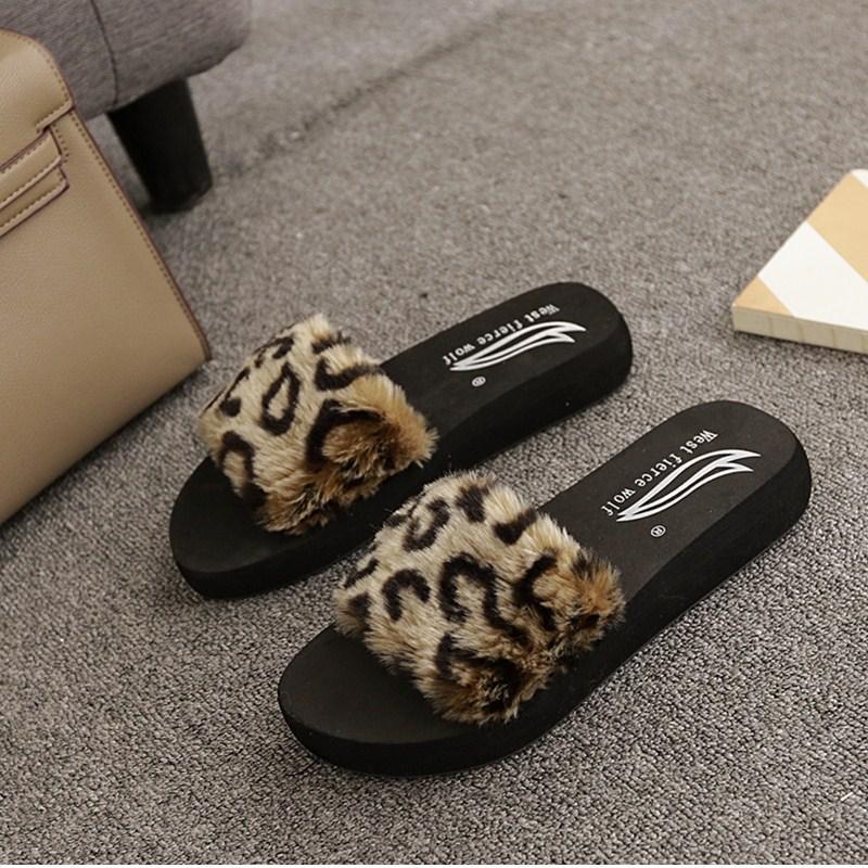 novos slides da pele do leopardo mulheres aleta anti-skid-flops cunhas senhoras da forma em sapatas sapatos de praia de verão acolhedor peles chinelos básicos