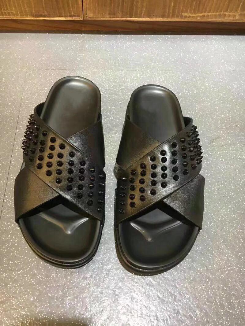 Sandali firmati Red Bottom Slippers Uomo in vera pelle nera con picchi Summer Flip Flops Sandali di lusso in morbida pelle piatta Slides US 12