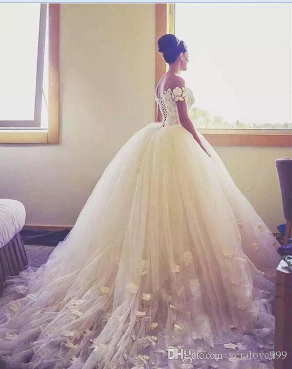Vestido de fiesta Vestidos de novia Fuera del hombro Apliques hechos a mano Vestido de boda en la playa Tren largo Tulle Volver Ate con cordones Vestidos de novia baratos