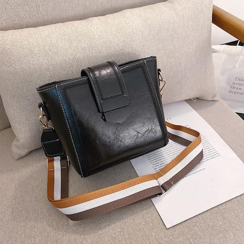 Корейская версия ретро моды плеча мешок 2020 весной и летом новый ковш иностранного стиля широкополосного Crossbody небольшой сумке