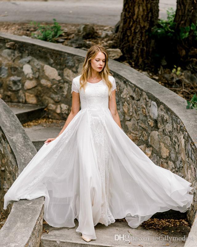 2020 New A-ligne en mousseline de soie dentelle Robes de mariée modestes avec manches courtes doublure Champagne Jewel cou Corset Boho informel LDS robe de mariée