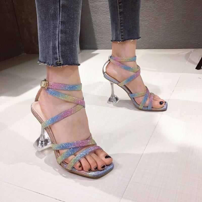 NEW Sommer Regenbogen-buntes PVC Transparente Frauen Sandalen dünne hohe Absätze Buckle Strap Pumps Hochzeit Pailletten Schuhe
