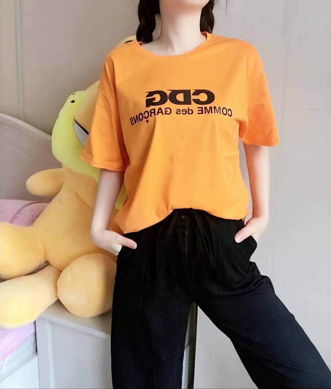 Frauen Designer-T-Shirts Marke Tees Solid Color Letters gedruckt kurzen Ärmeln Muster zurück Stil Luxus Tops Mädchen Paar-T-Shirts
