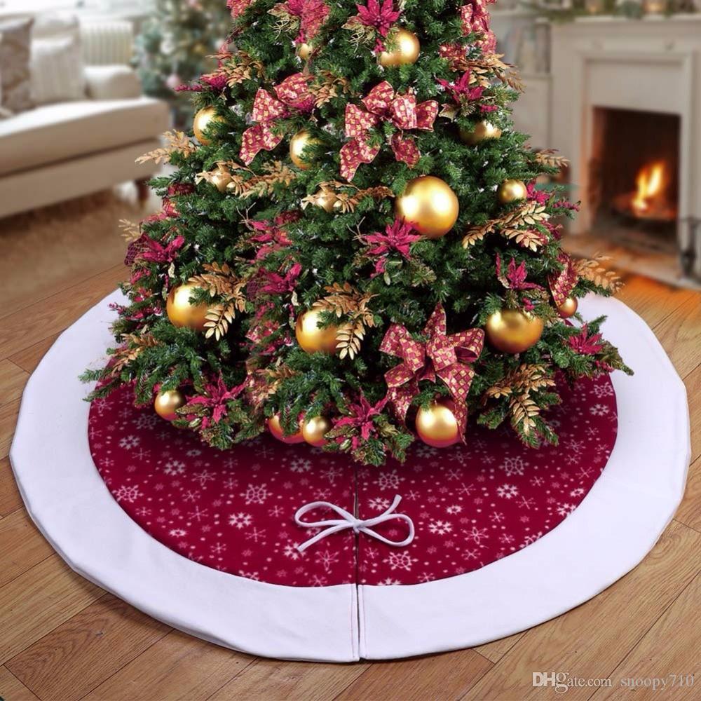 Albero Natale Decorato Rosso acquista velluto albero di natale gonne decorazioni natalizie la casa  borgogna tradizionale rosso e bianco fiocchi di neve albero gonna a 50,48 €  dal