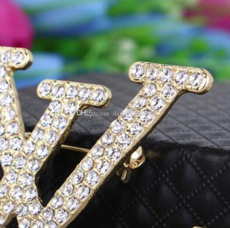 Broche de damas de alta calidad moda nueva personalidad diamantes de imitación letras inglesas broche ropa accesorios de regalo entrega rápida al por mayor