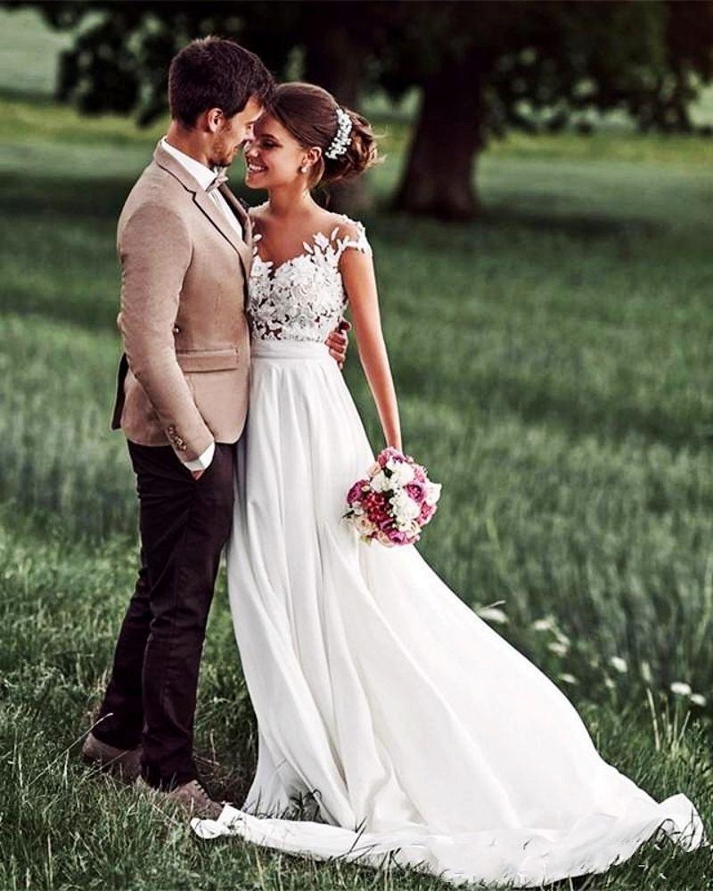 Magnifique plage robes de mariée Sheer cou Sans manches en mousseline de soie dentelle longueur appliques étage Backless Robes de mariée Robes de mariée blanches