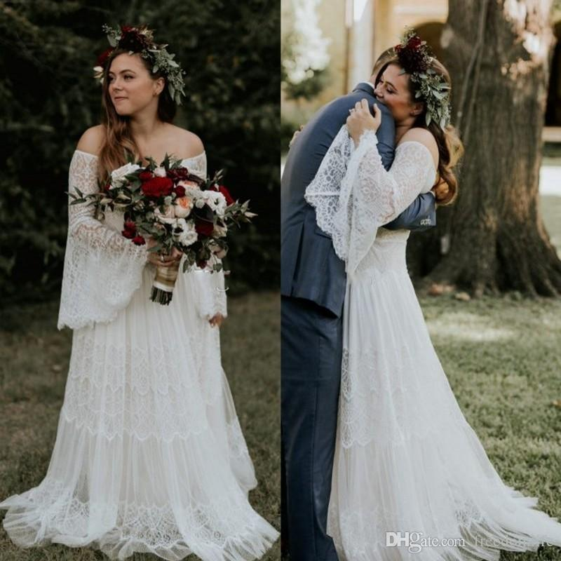 Vestidos de novia bohemios de encaje con mangas largas fuera del hombro Playa Vestidos de novia de talla grande Una línea de longitud del piso Boho Vestido De Novia