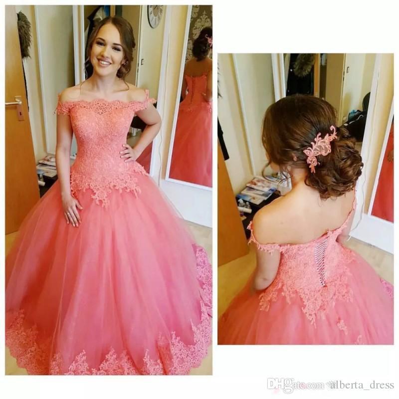 Coral quinceañera vestidos de los apliques de encaje de hombros encaje con cordones de bola de bola para chicas Pago de tul vestido de fiesta personalizado dulce 16 cumpleaños