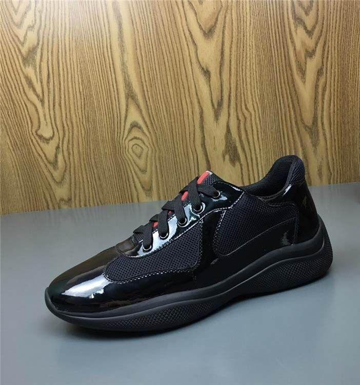 Italienisch neuen Mens Red beiläufige Komfort-Schuhe britischen Designer Man Freizeit-Schuhe Glänzende Lackleder mit Mesh-Breathable Schuhe Schuhe r09