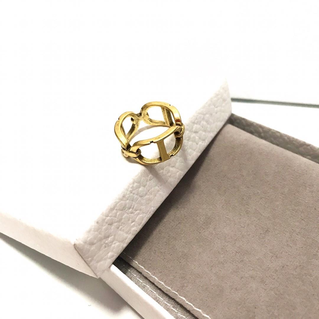Mode lettre classique super chaud placage or épais anneau design creux femmes bijoux design de luxe anneaux