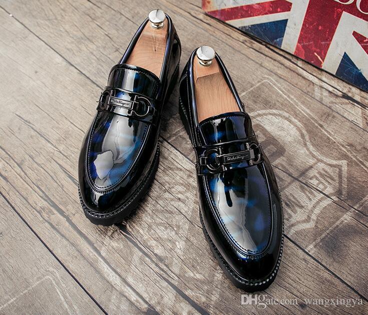 Zapatos con punta puntiaguda para hombres, brillos de moda para clubes nocturnos, mocasines de diseñador para hombre para estilistas de suela gruesa, diseñador de hombres