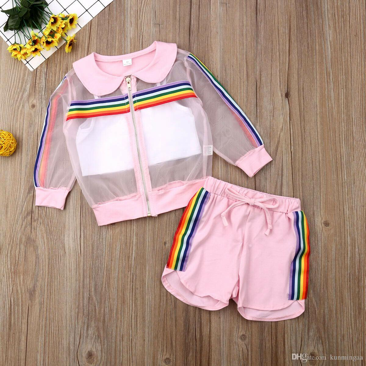2019 Ropa para niños de verano cabritos del niño de la niña de malla de la capa + del chaleco + pantalones traje de 3 piezas sunsuit de colores del arco iris de rayas Conjunto
