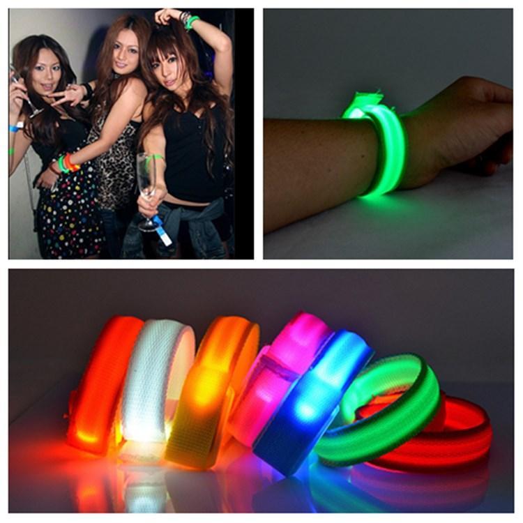 luce LED nylon bracciale cinturino da polso fascia da braccio per sport esterni Sicurezza attività del partito Club Cheer Luminous BraceletT2I5582