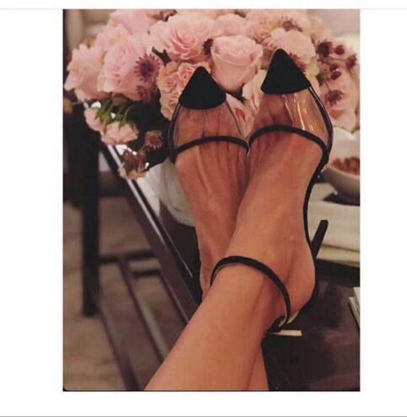 Yeni Bahar ve Yaz Moda Kadın Ayakkabı Vintage Kırmızı Kadife Süet Yüksek Topuklu, seksi PVC Sivri Burun Patchwork Stilettos Topuklu Sandalet Parti