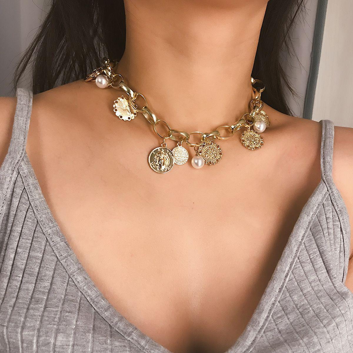 Adornos exageran retratos, monedas, collares de múltiples elementos retro, bandejas de alivio de la mujer, perlas como collares