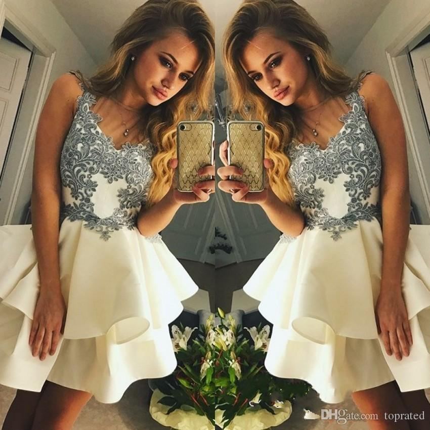 2020 Short Mini A Line Ivory Homecoming Dresses Lovely V Neck Lace Applique Sleeveless Tiered Ruffles For Junior Cocktail Party Prom Gowns
