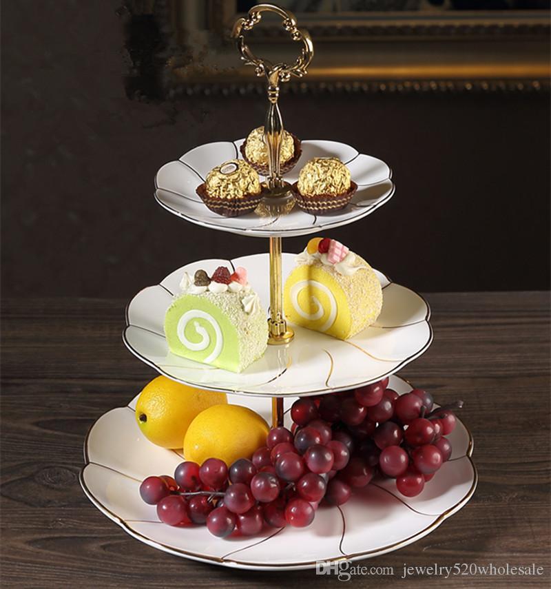 Plato de cerámica Línea de oro de tres capas Boda de estilo europeo Oro de dos pisos Placa de bocadillos Té de la tarde Cafetería en rack Creativo