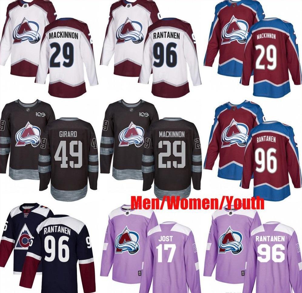 Individuelle Colorado Avalanche 49 Samuel Girard 29 Nathan MacKinnon 96 Mikko Rantanen 17 Tyson Jost USA Flagge Hockey Männer Frauen Jugend Trikots