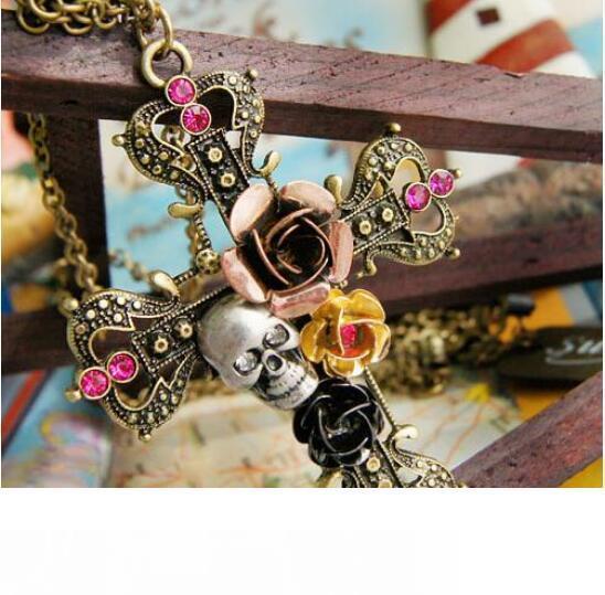 20pcs all'ingrosso Rosa e della Croce collana Teschio e ossa incrociate catena di gioielleria retro collana fatta a mano libera il trasporto