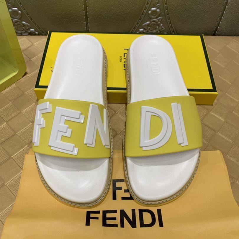 Yeni Desen Tek Kelime Drag Terlik erkekler Yaz Sandalet Moda ev Kumsal terlik 010701
