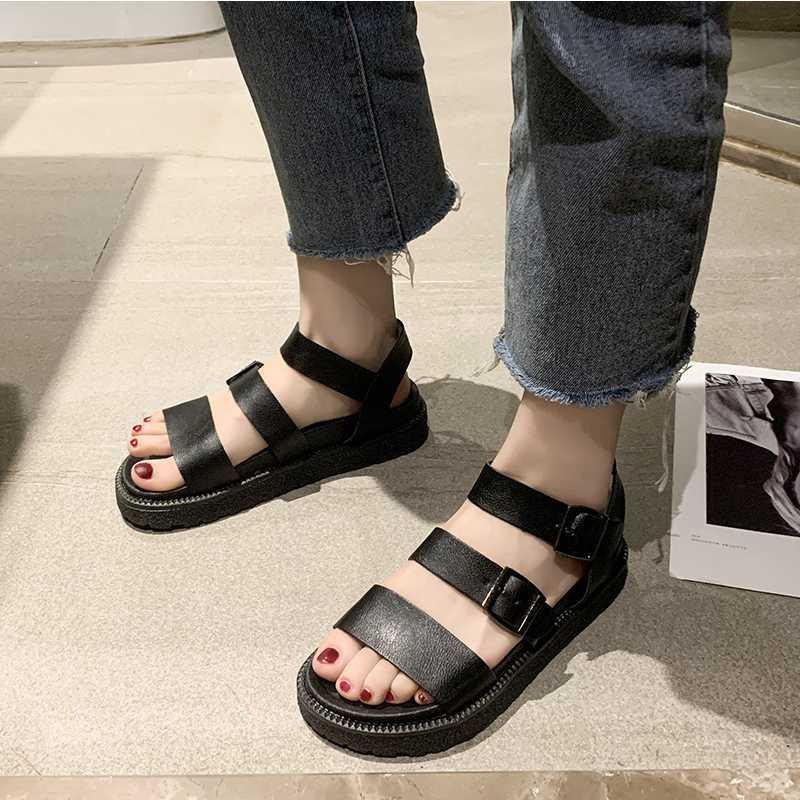 2020 Chaussures d'été Femme Noire Flat Plate-forme Sandales femme douce plage Casual cuir Chaussures peep toes Gladiator Wedges Femmes
