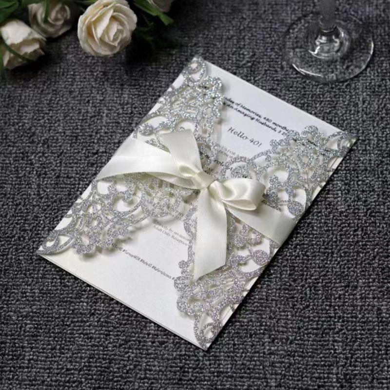 20pcs / lot Carta per inviti di nozze Inviti di nozze in oro argento Taglio laser con carta di invito con carta interna vuota Carte universali