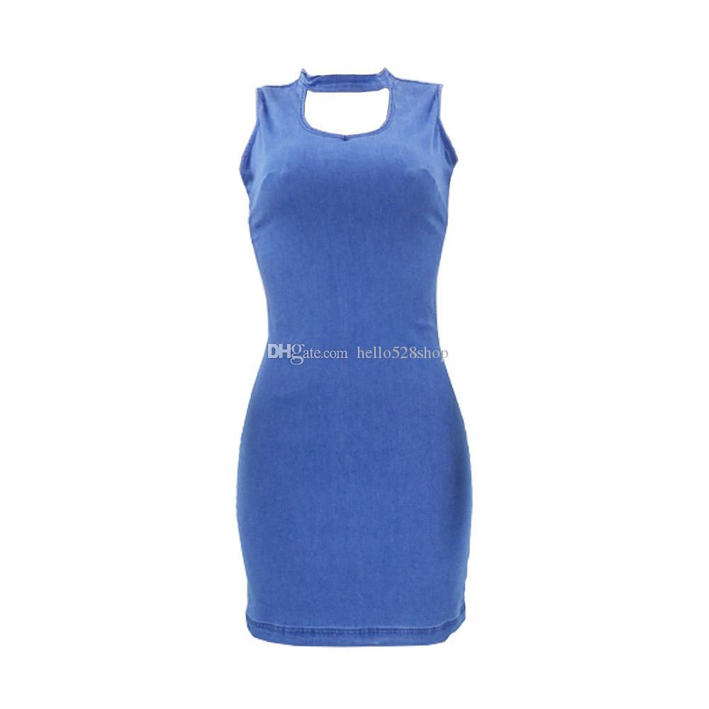 Bayanlar için Yaz Şık BODYCON Mini Kot Elbise Halter Boyun Katı Moda Kolsuz Kapalı Omuz Parti Mini Elbise