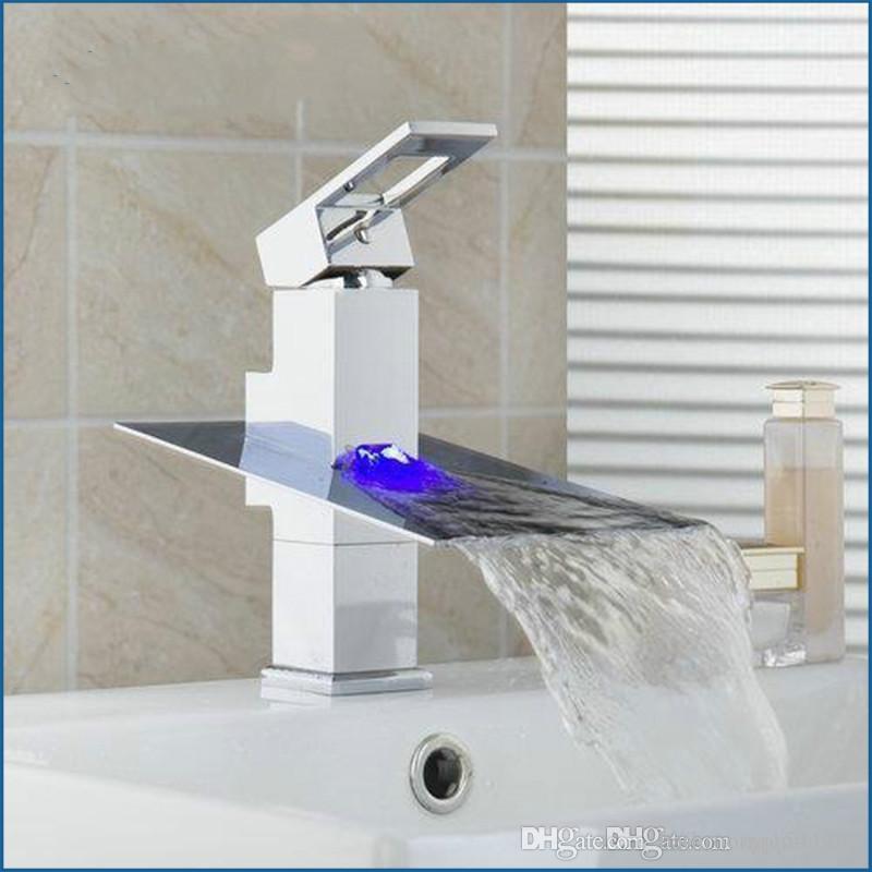 لا حاجة البطارية أدى ضوء شلال حمام كروم الخيالة وحيد مقبض غسل حوض المغسلة torneira الحنفية ، خلاط صنبور