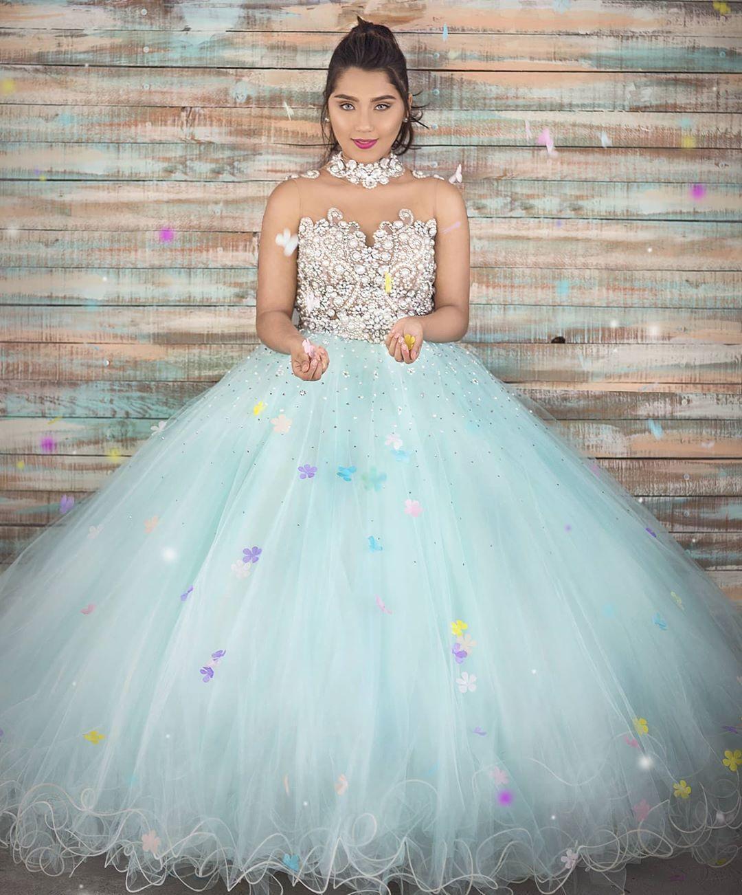 Luxuosos Cristais frisada Quinceanera Prom Dresses Feito à Mão Flores Sheer Neck Tulle Evening partido do doce 16 Vestido