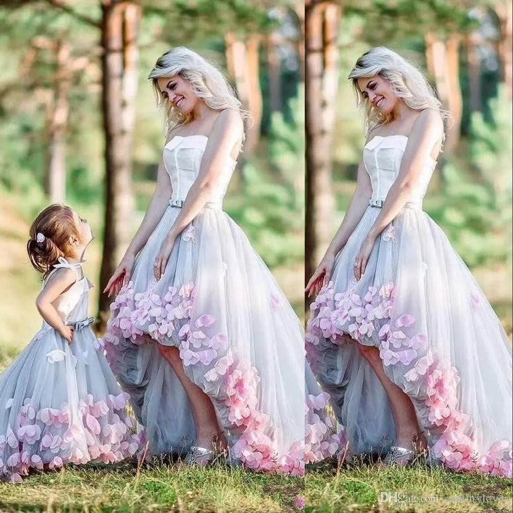 Новое поступление мать и дочь выпускные платья без бретелек рукавов серый тюль розовые цветы высокая низкая длина открытая спина плюс размер вечерние платья