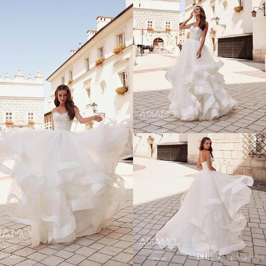 Mariage blanc Boho Robes hiérarchisé Tulle Une ligne dentelle Appliqued balayage train Robe de mariée taille Custom Made plus bohème Robes de mariée