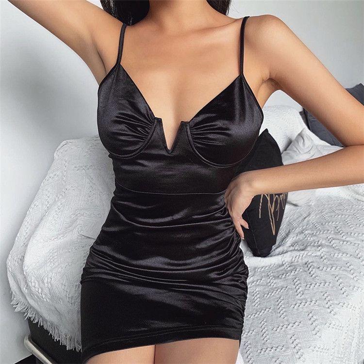 European and American nightclub sexy deep V-neck temperament bag hip skirt Slim-fitting chest-matching short one-step dress