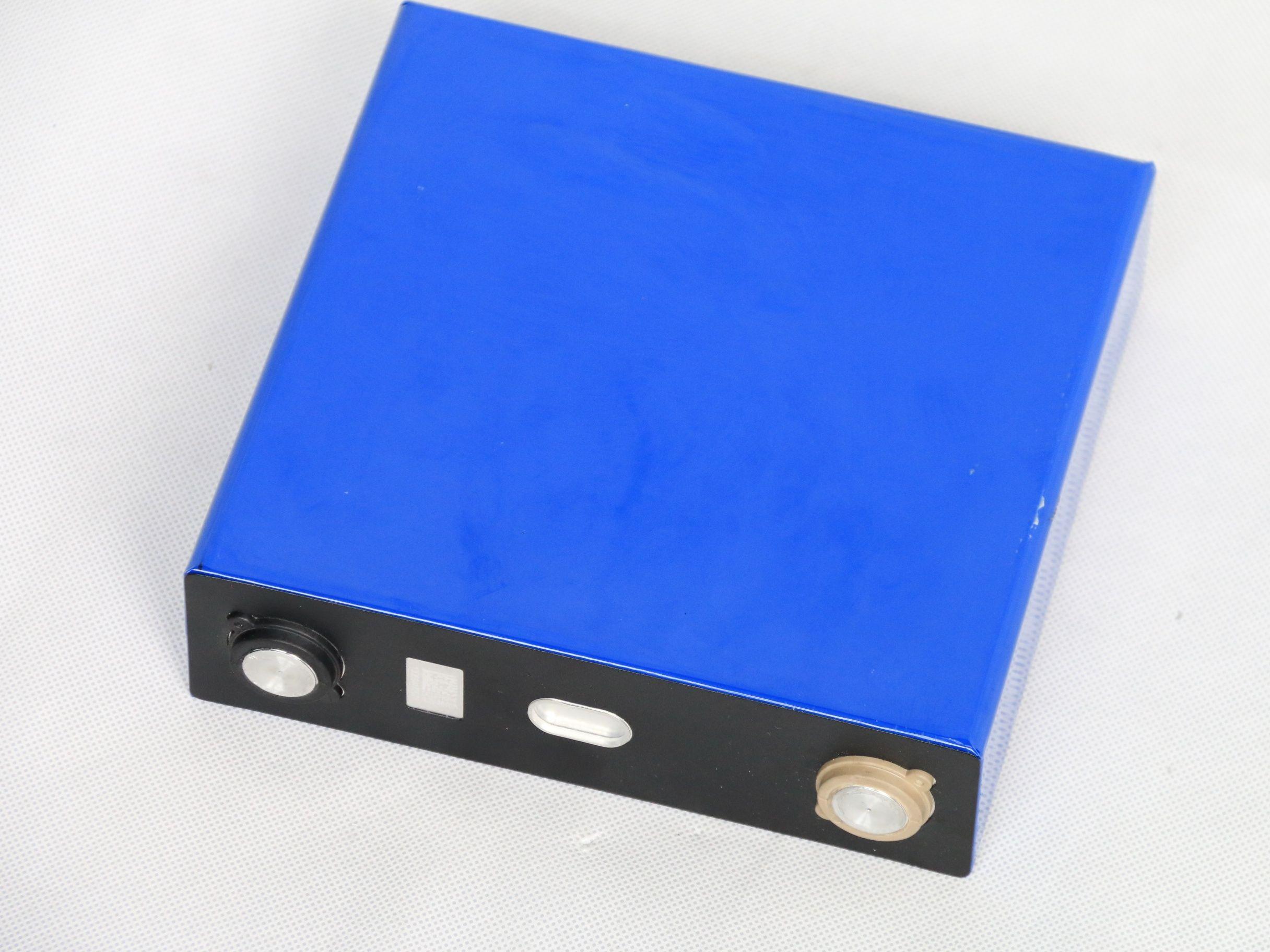 CATL 3.2V120Ah LiFePO4 batteria ricaricabile 3.2V 130ahScrew Pole Assemblea 12V 24V 36V 48V Pack per Solar Energy Storage RV