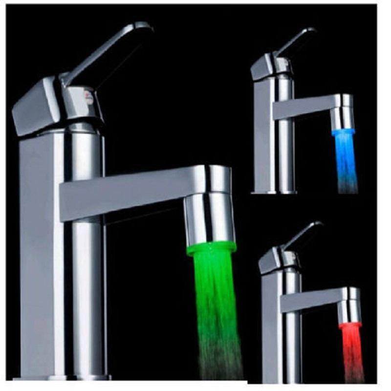 Moda Luz LED Faucet Água Corrente Luz 3 Cores Alterando Duche brilho Temperatura Tap Chefe de cozinha Sensor de temperatura