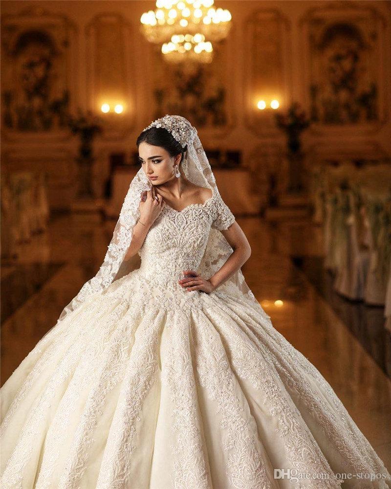 2020 Champagne Curto Vintage mangas Bola Vestidos Vestido de casamento de luxo Índia Arábia árabe Dubai Lace Appliqued Plus Size Vestido de Noiva