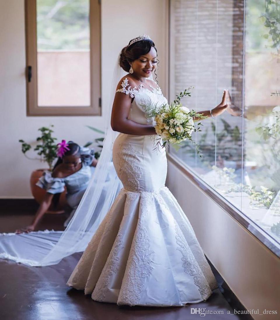 Apliques vestido de novia sirena vestidos de novia de encaje transparente de lujo Cuello Negro africano chica SweepTrain más el tamaño