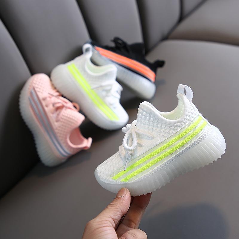 2020 zapatos de los nuevos niños de los muchachos Zapatos de las muchachas deporte de la manera respirable del bebé del niño inferior suave antideslizante Casual zapatillas de deporte de los niños