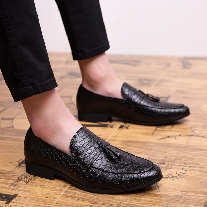 2019 Four Seasons uomini a punta formale di business Brogue scarpe di lusso abito da uomo scarpe da maschio matrimonio informale del partito della pelle Mocassini t19