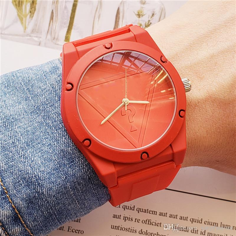 Frete Grátis por atacado famoso lazer marca esportes homens e mulheres simples moda relógio de quartzo pulseira estudante silicone relógio de moda relógio