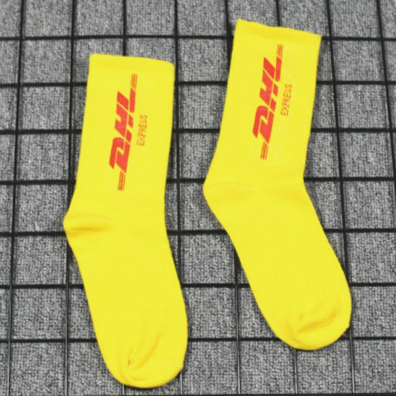 Hommes et femmes Sock Chaussettes rue populaires Logo Medium Tube Socks College de la planche à roulettes de style DHL Sport moyen flexible 2020 High End