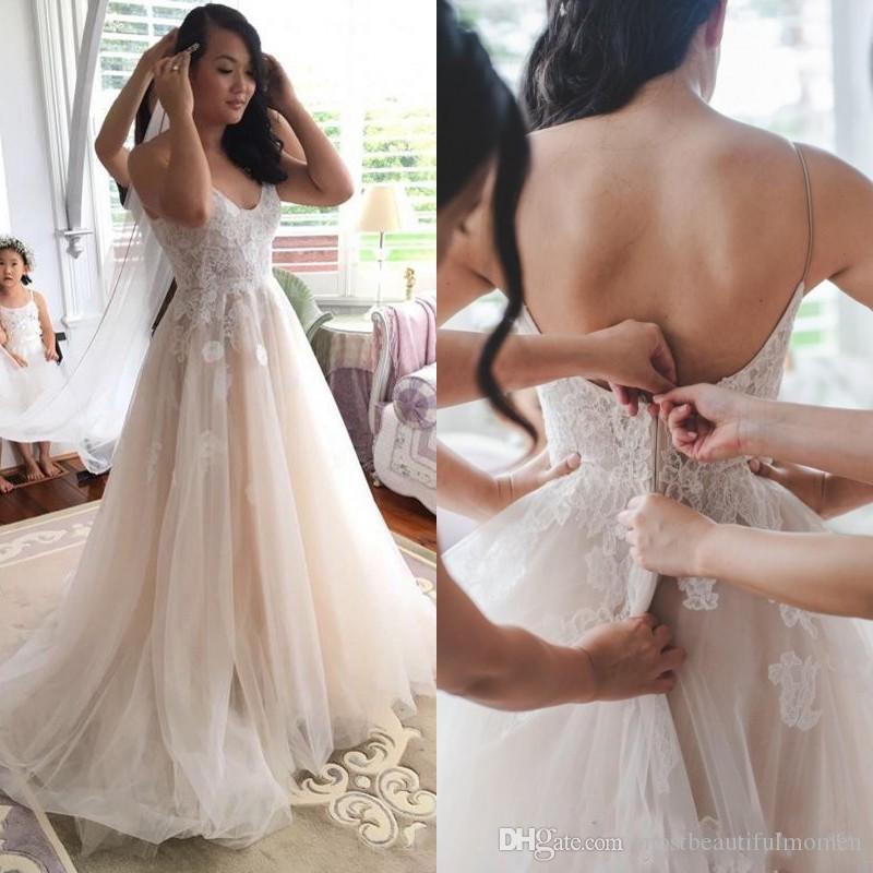 Новое прибытие 2019 Champagne Страна Свадебные платья Бич Vintage Lace бретельках Backless Свадебные платья Поезд стреловидности халат де mariée