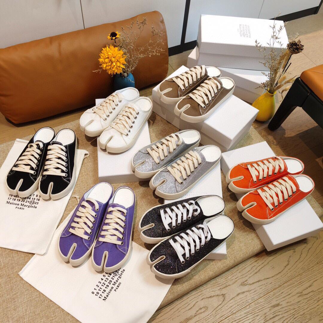 En 2020 été nouvelles chaussures de toile brillante joker mode chaussures de porc orteil split occasionnels rétro Chaussures couple avec pantoufles pour les hommes et les femmes.