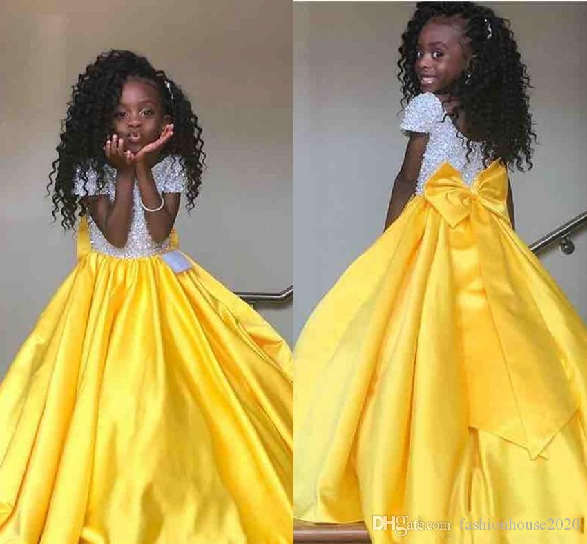 2019 New Princess Yellow Girls Pageant Dresses Jewel Neck Paillettes Top in raso con fiocco sul pavimento Lunghezza Cute Kids Flower Girls Birthday Gowns