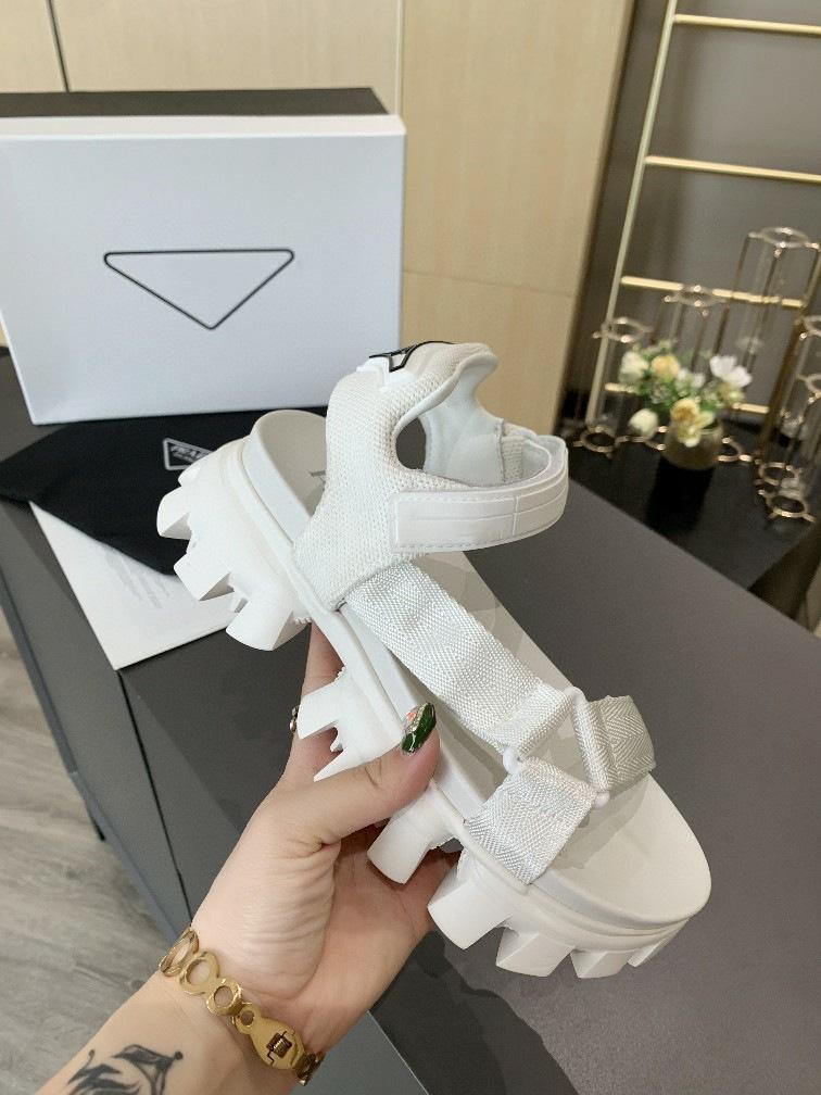 2020 الجديدة أعلى جودة العلامة التجارية مصمم النساء سميكة الصنادل قيعان الصنادل الصيفية الفاخرة أزياء النساء أحذية رياضية كبيرة المطاط وحيد أحذية H3